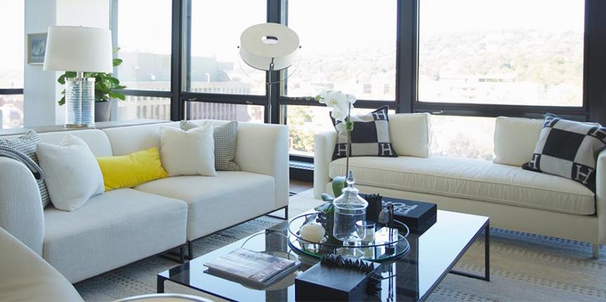 Home staging with seasonal summer décor trends