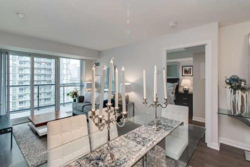 Yonge St Unit Condo Home staging Toronto