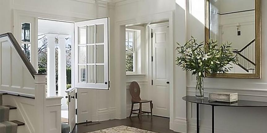 Home staging a grand entrance way